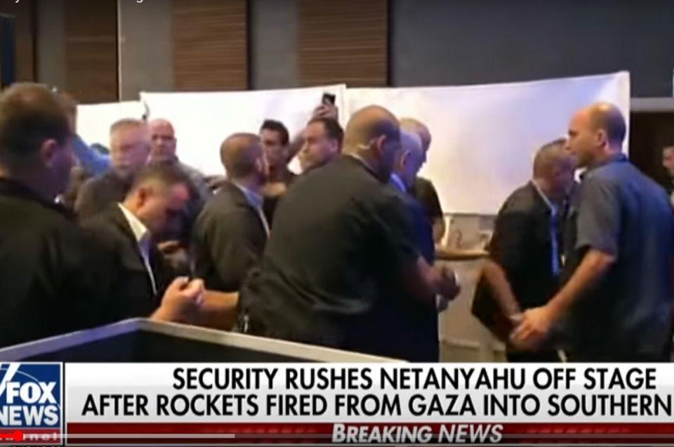 بالفيديو، هروب نتنياهو من تجمع انتخابي بعد إطلاق صواريخ
