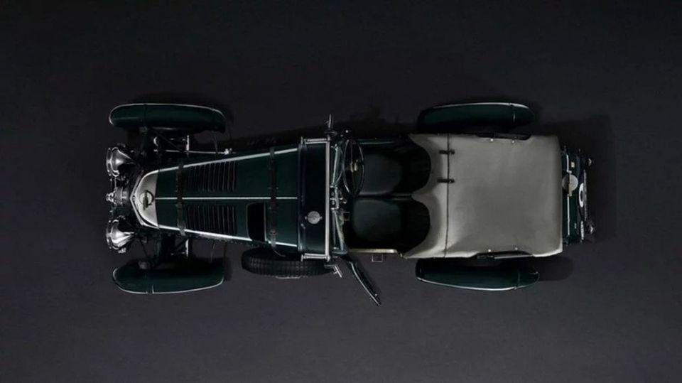 بالصور : بنتلي تقدم 12 نسخة من سيارتها الأسطورية Blower