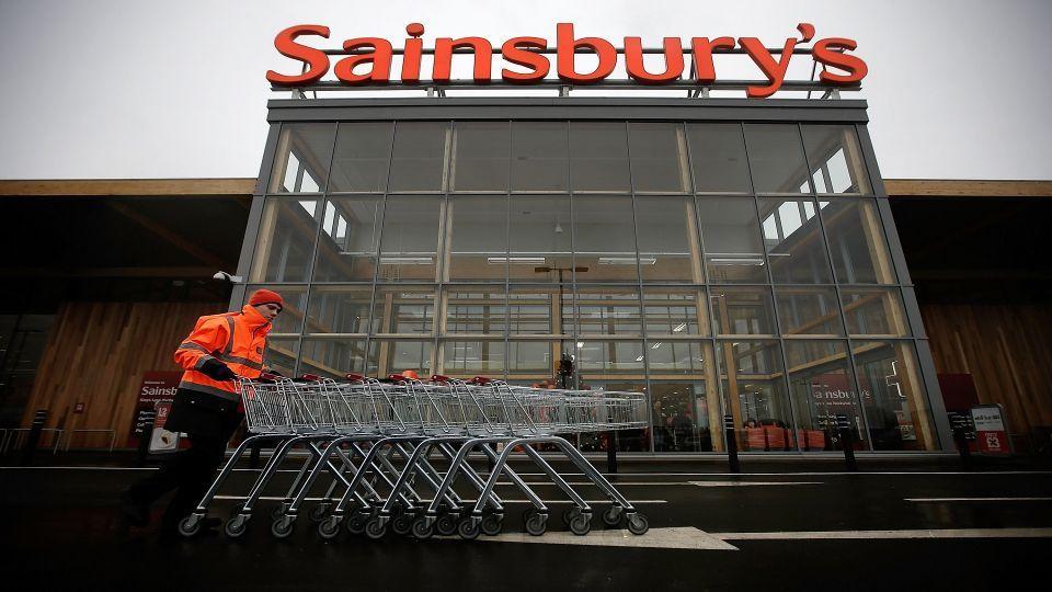 سلسلة متاجر بريطانية تتعهد بخفض التغليف بالبلاستيك إلى النصف بحلول 2025