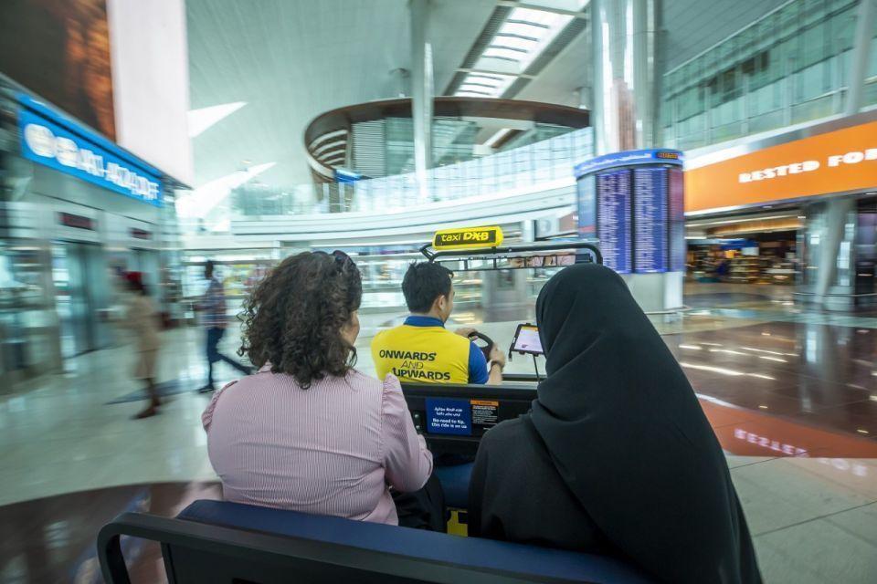 شاهد.. خدمة «تكسي دي إكس بي» المجانية في مبنى 3 بمطار دبي الدولي