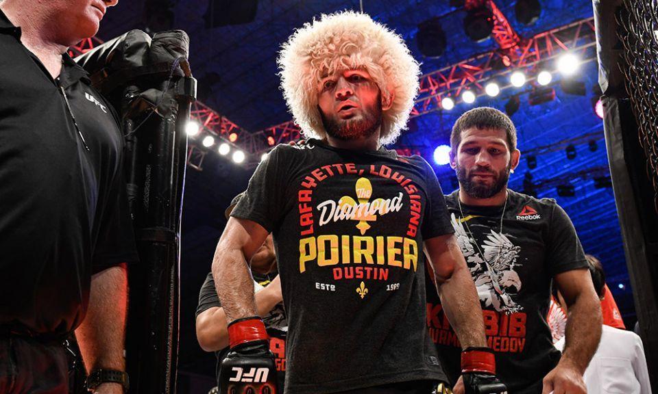 المصارع الروسي خبيب يبيع قميص خصمه بـ 100 ألف دولار ويتبرع بها