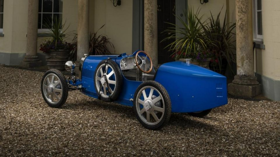 بالصور : بوجاتي تكشف عن سيارة Baby II الكهربائية