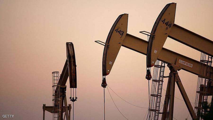 النفط دون 64 دولارا مع  اقتراب السعودية من عودة الإنتاج بالكامل