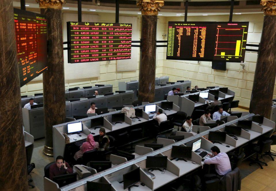 أسهم البنوك والبتروكيماويات تصعد بالسعودية والبورصة المصرية تواصل خسائرها