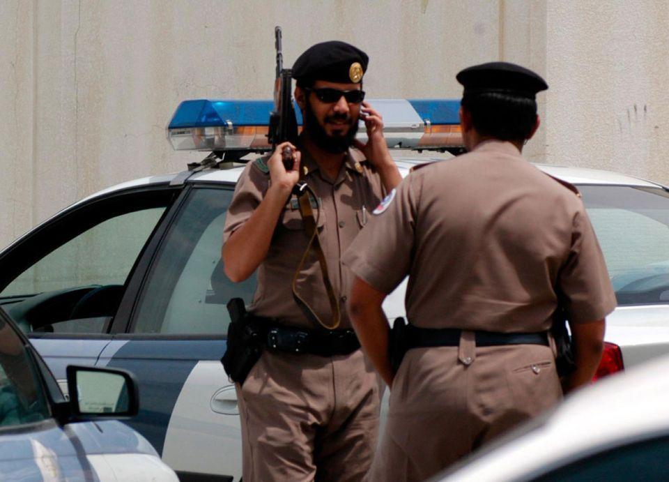 سعودي يقتل زوجته.. ويلقى مصرعه في حادث سير