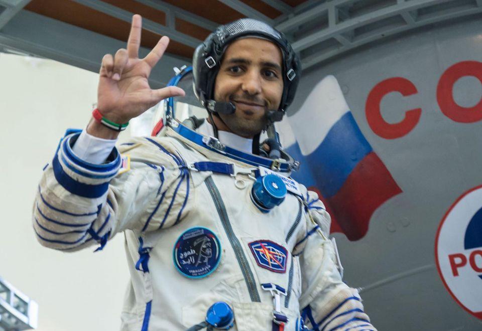 كيف قضى هزاع المنصوري يومه الأول على متن محطة الفضاء الدولية؟