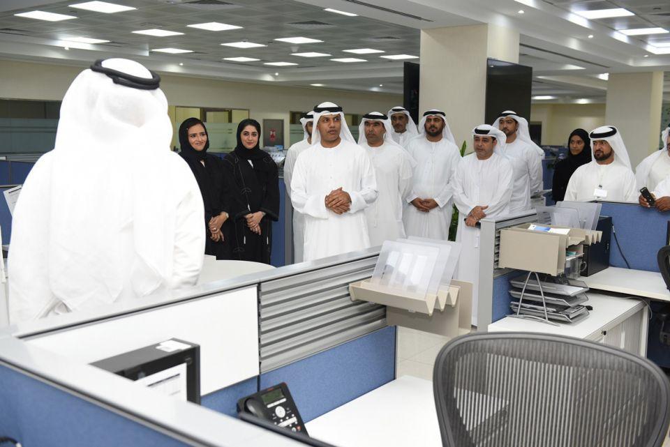 المدير العام لجمارك دبي يتفقد إدارة البيانات الجمركية وغرفة التحكم