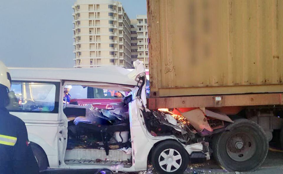 دبي: وفاة سائق حافلة و 7 من الركاب في حادث صباح اليوم