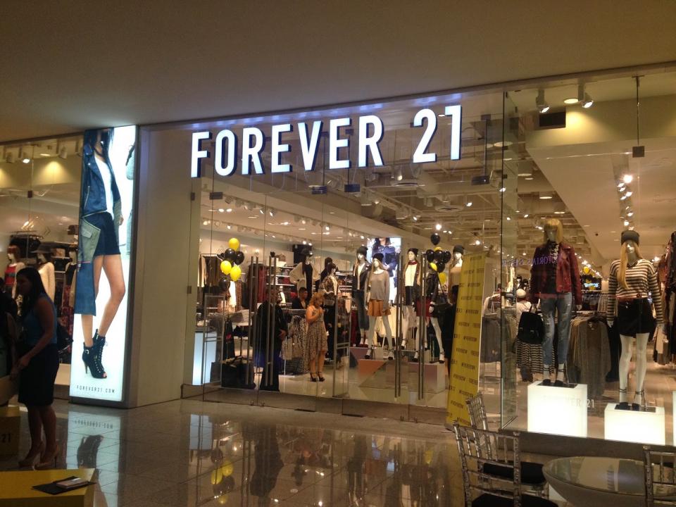 متاجر «فوريفر 21» تعلن الإفلاس بسبب التسوق الإلكتروني