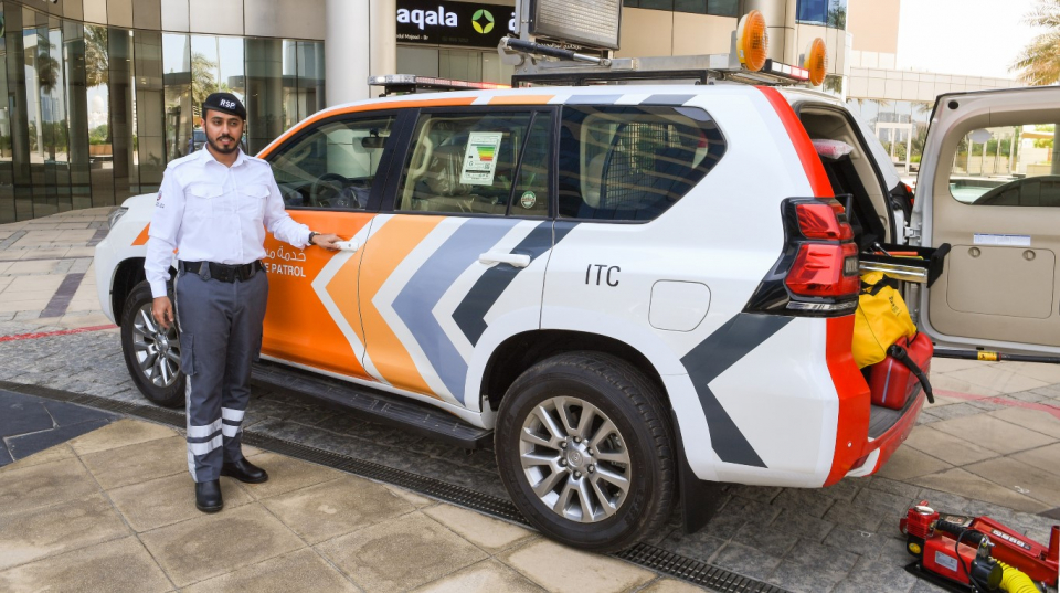شاهد..هوية جديدة لدوريات نجدة «السيارات المتعطلة» في أبوظبي