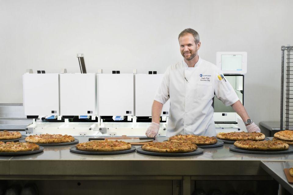 شاهد روبوت يجهز 300 وجبة بيتزا خلال ساعة واحدة