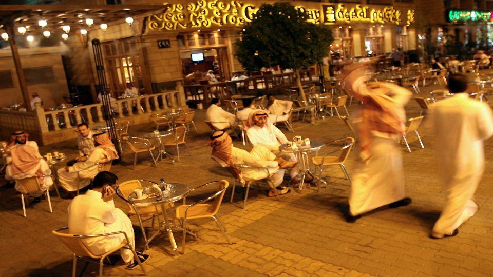 كم مقهى في السعودية؟ وكم ينفق سكان المملكة على البن يومياً؟
