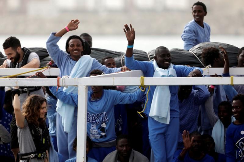 منها دول عربية.. إيطاليا تصدر مرسوما لإعادة المهاجرين إلى بلدانهم