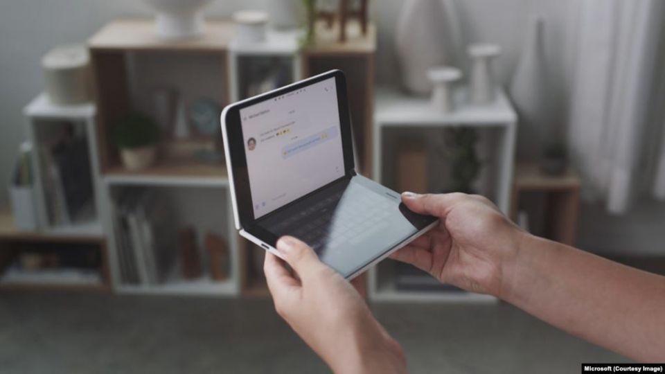 بالصور مايكروسوفت تطلق أول هاتف يعمل بنظام أندرويد