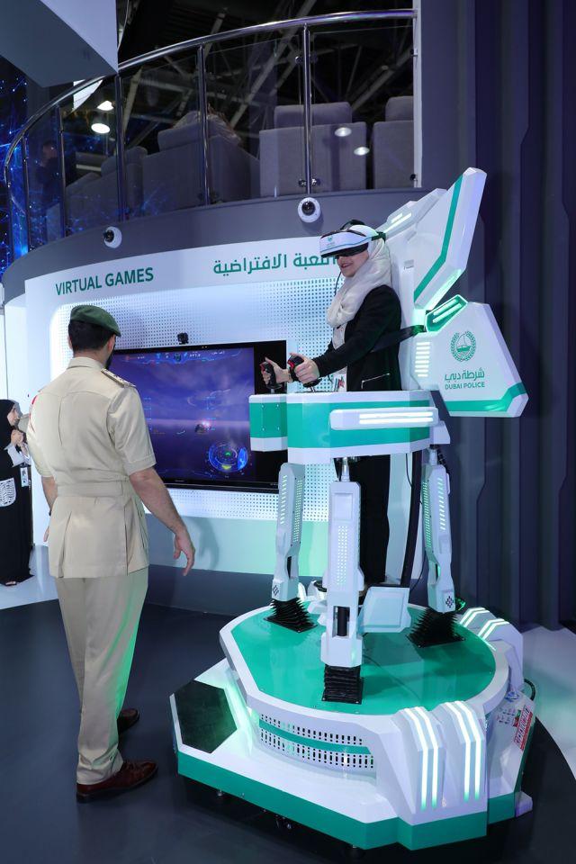 بالصور : شرطة دبي تعرض أحدث التقنيات الذكية في جيتكس 2019