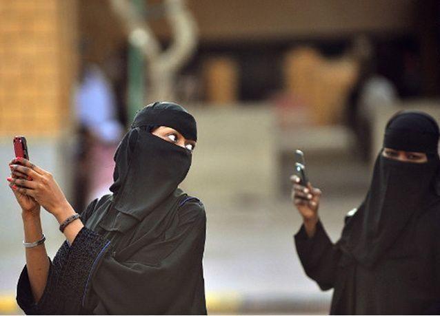 سعودية تشتكي على مدير كروب واتساب رحبت بها بـ جتكم حصيصة