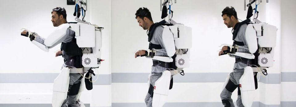 بالصور : هيكل خارجي يساعد رجلا مشلولا على المشي