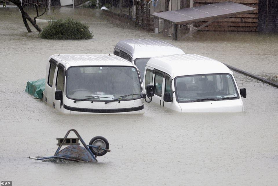 شاهد الدمار  الذي خلفه أقوى إعصار يضرب اليابان منذ عقود