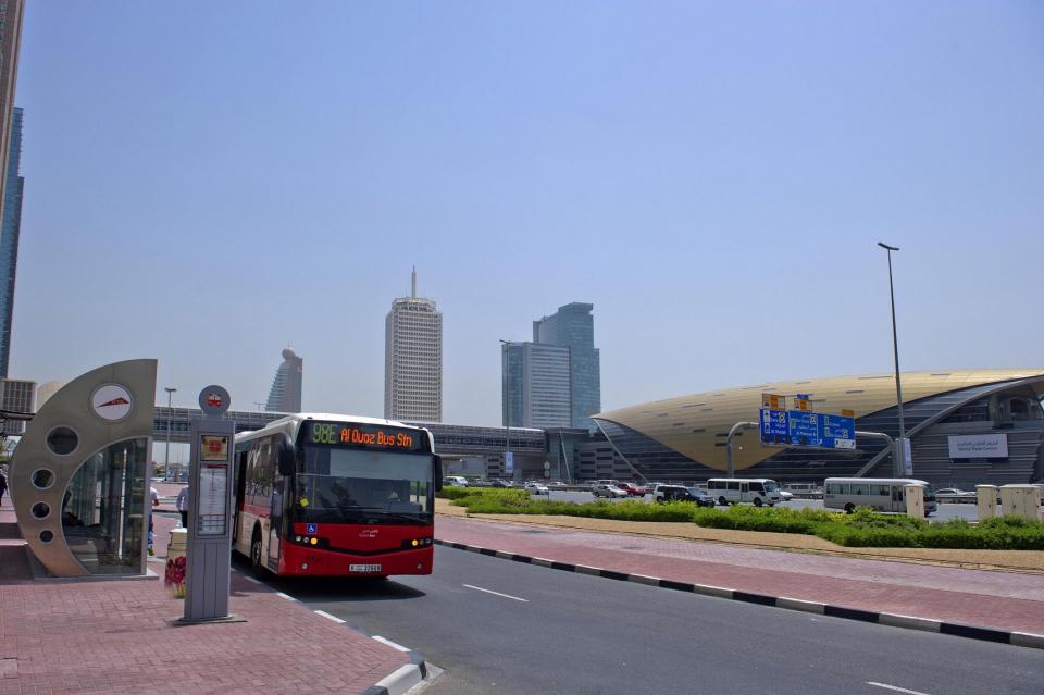 طرق دبي تطلق 4 خطوط جديدة للحافلات