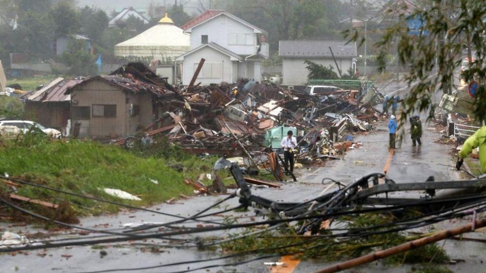 بالصور: آثار الدمار الذي تسبب فيه إعصار هاغيبيس في اليابان