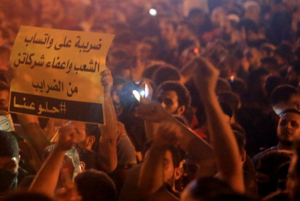 شاهد مظاهرات ضد رسوم الواتساب تجبر الحكومة اللبنانية على التراجع