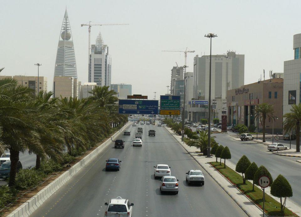 التحصيل قبيل المغادرة.. السعودية: رصد مخالفات السيارات ذات اللوحات الأجنبية إلكترونياً