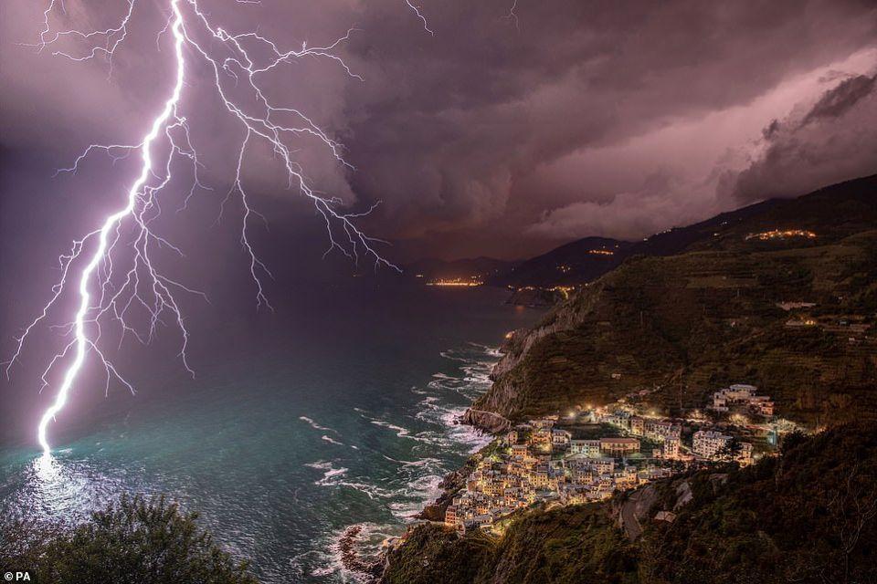 شاهد الصور الفائزة بمسابقة أروع المظاهر الجوية