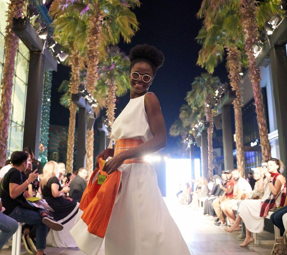 بالصور : سيتي ووك تستضيف معرضاً للأزياء والعطور الفاخرة
