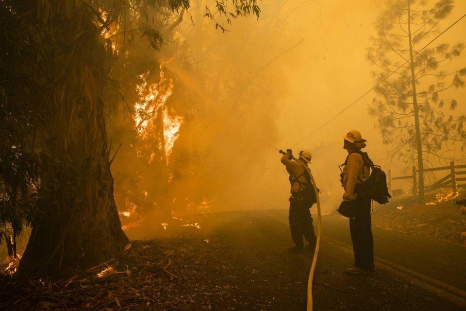 بالصور : حرائق كاليفورنيا تواصل تقدّمها