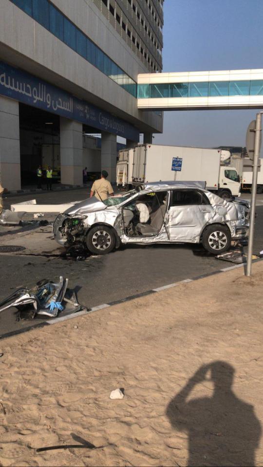 دبي: سقوط سيارة من مواقف قرية الشحن ووفاة سائقها