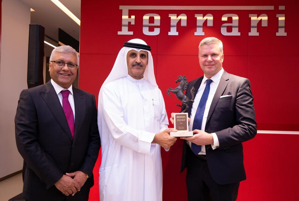 فيراري تفتتح في دبي إحدى أضخم صالاتها في العالم