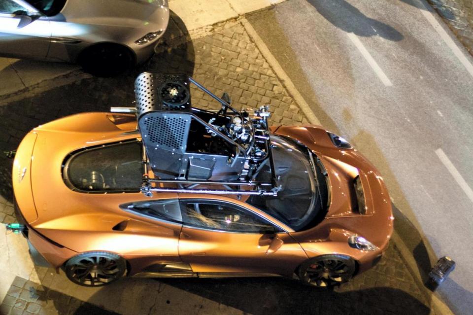 بالصور : سيارة جيمس بوند للبيع في أبوظبي