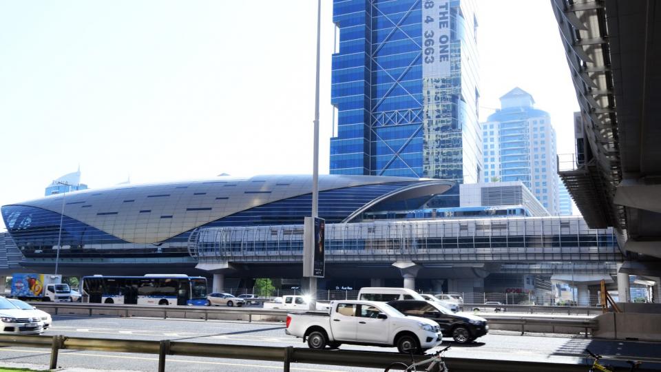 طرق دبي تعتمد تحسين البنية التحتية لـ 7 محطات مترو ونقل بحري