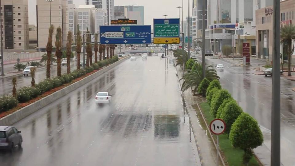 السلطات السعودية تحذر من تقلبات جوية على عدد من المناطق