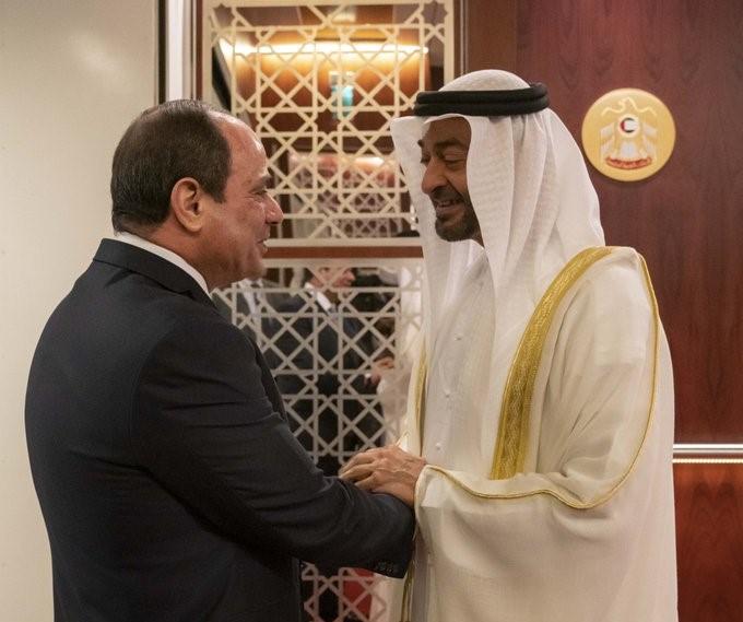 فيديو: الرئيس المصري يصل الإمارات ومحمد بن زايد في مقدمة مستقبليه