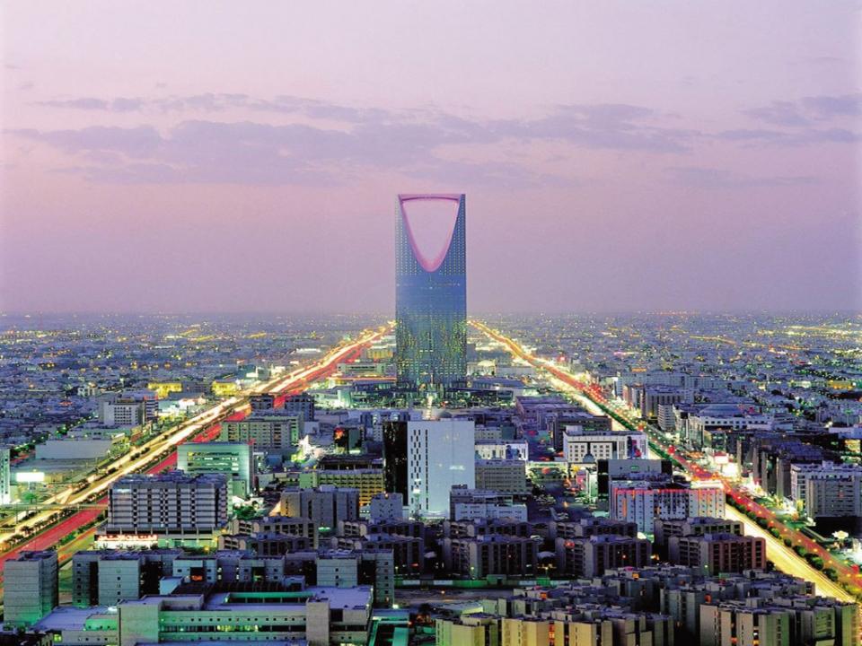 السعودية: غرامة 100 ألف ريال لنسخ الأخبار الحصرية من الصحافيين