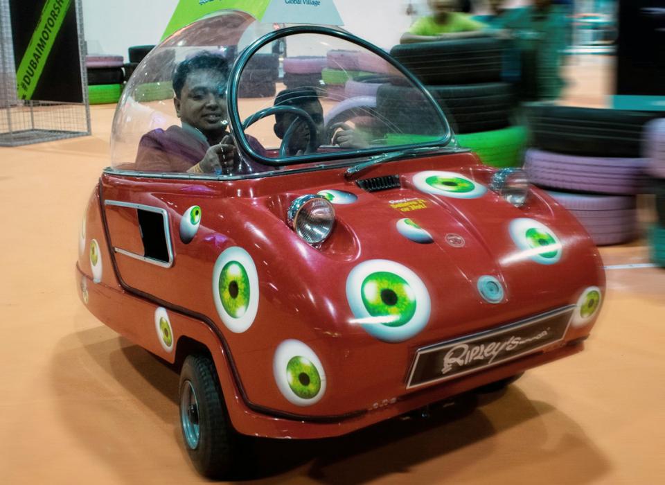 شاهد أصغر سيارة على مستوى العالم في معرض دبي للسيارات 2019