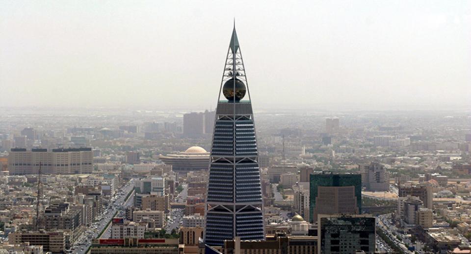 السعودية: السجن لـ 18 متهماً بينهم موظفين ومسؤول ورجل أعمال