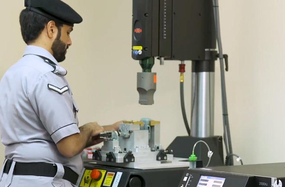 الإمارات: المراقبة الإلكترونية بسوار إلكتروني في دبي والشارقة وأم القيوين