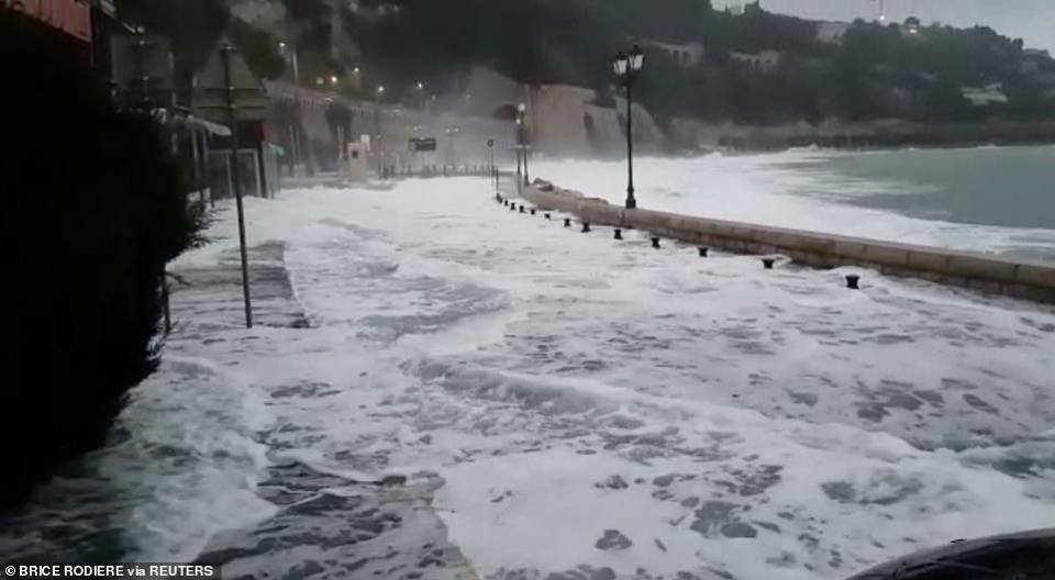قتلى جراء سيول وأمطار تغرق شوارع فرنسا وإيطاليا واليونان