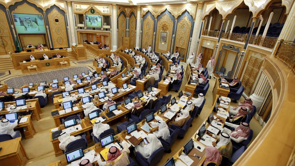 هل سيسمح مجلس الشورى السعودي لموظفي الدولة بالاشتغال في التجارة؟