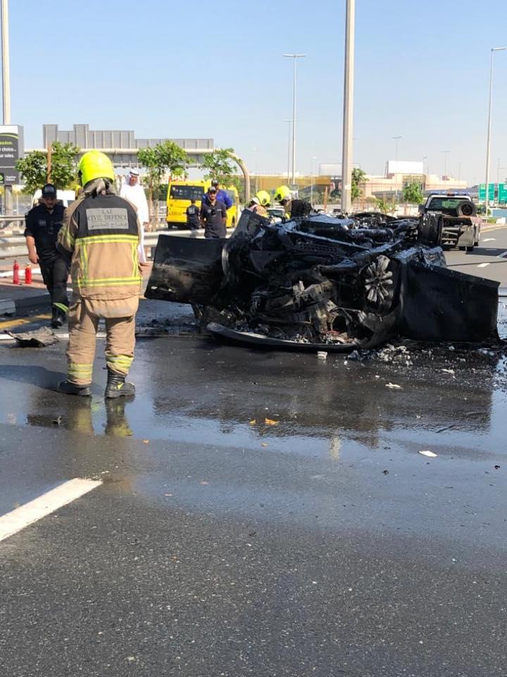 دبي:وفاة شخص في حادث احتراق سيارة بعد نفق المركز التجاري