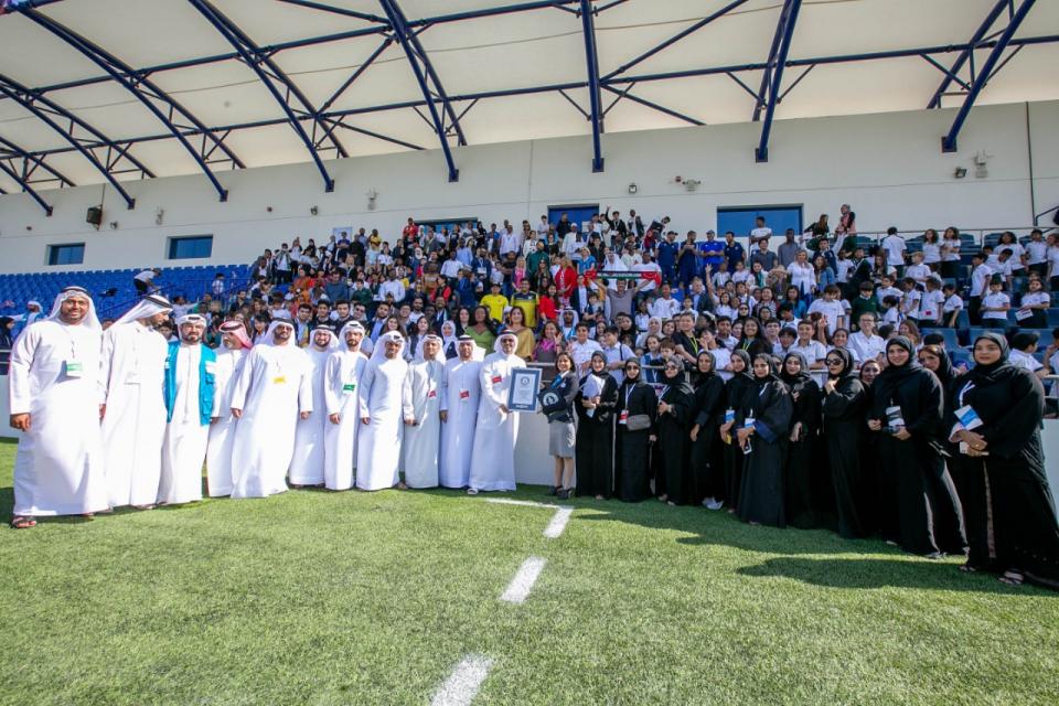 «وطني الإمارات» تدخل غينيس لأكبر عدد من الجنسيات ينشدون سلاماً وطنياً