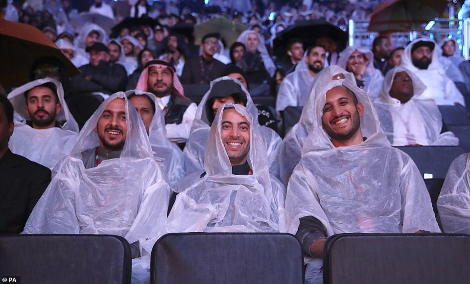شاهد لقطات فوز جوشوا على رويز بإجماع آراء الحكام في السعودية