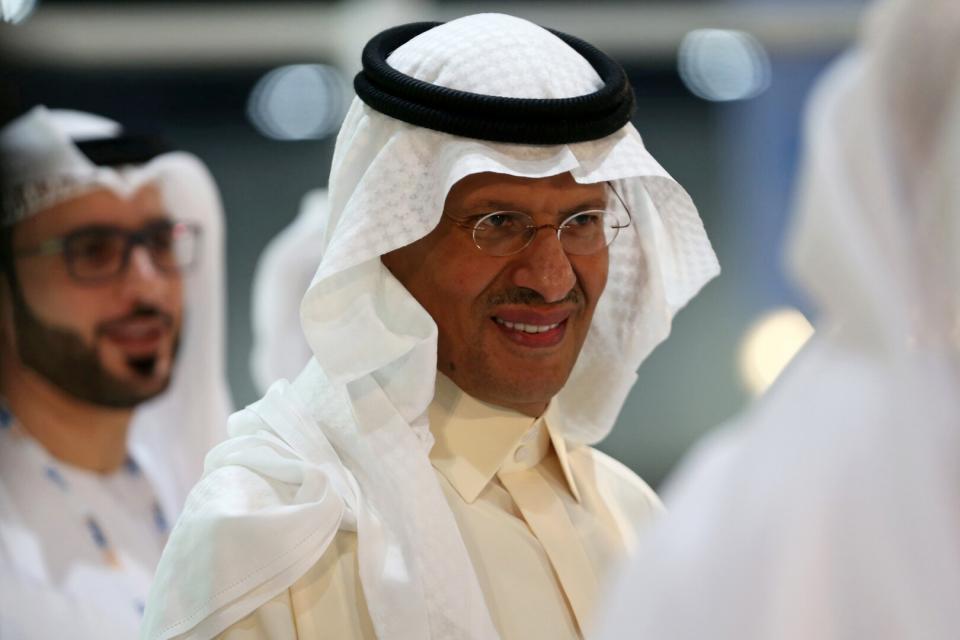 ماذا قال الأمير عبدالعزيز بن سلمان لمذيعة بلومبيرج عن والده العاهل السعودي وولي عهده؟