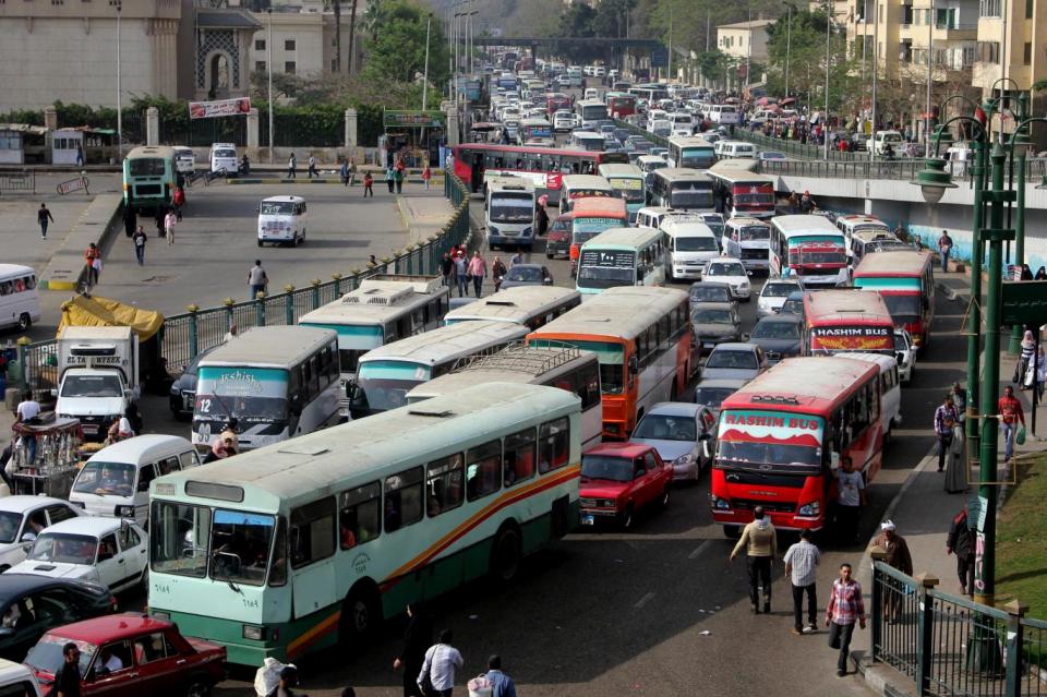 ارتفاع أسعار البنزين يدفع المصريين لتحويل سياراتهم للغاز الطبيعي