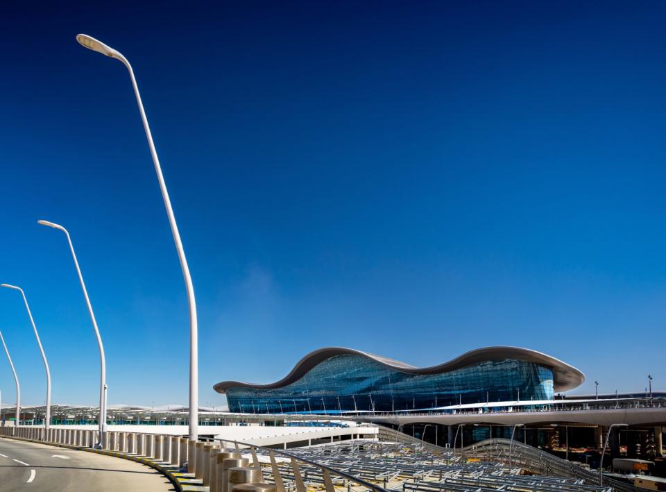 شاهد مطار أبوظبي الدولي الجديد