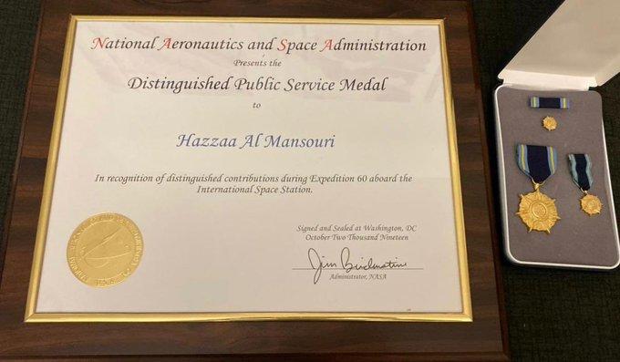 رائد الفضاء الإماراتي يحصل على ميدالية الخدمة العامة المتميّزة من «ناسا»