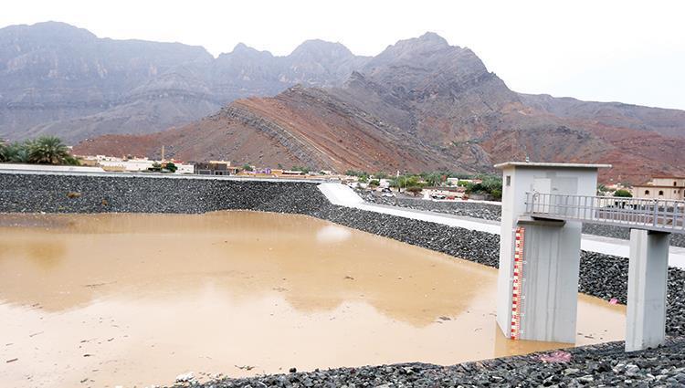 سدود الإمارات تحصد نصف مليون متر مكعب من مياه الأمطار