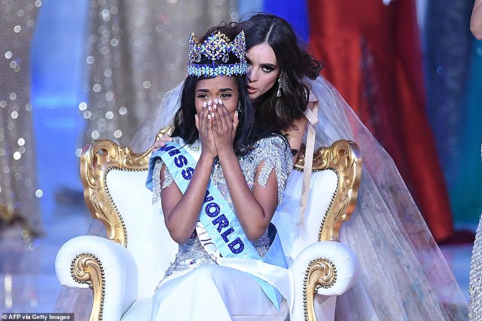 بالصور: تتويج ملكة جمال العالم في لندن